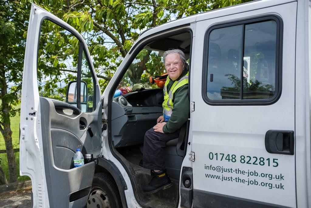 [ 23 de mayo de 2017 ] FOTOS: Hacer un spot de jardinería con la organización de caridad local, Sólo las Características del Trabajo - Richmondshire Hoy 9