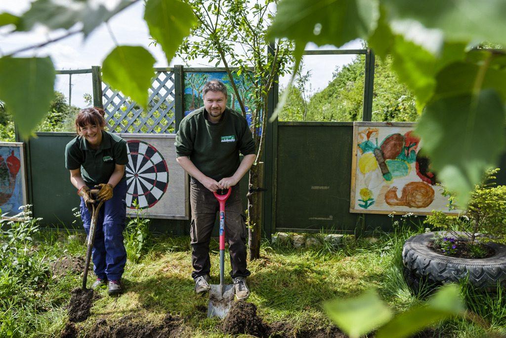 [ 23 de mayo de 2017 ] FOTOS: Hacer un spot de jardinería con la organización de caridad local, Sólo las Características del Trabajo - Richmondshire Hoy 24